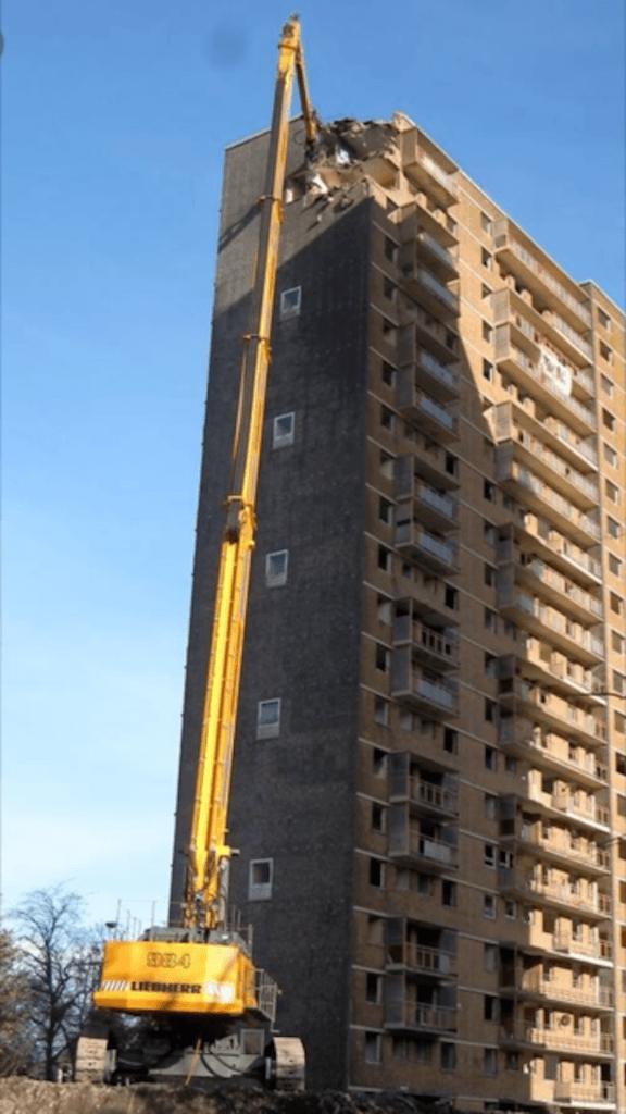 demolice budov Cannoneer